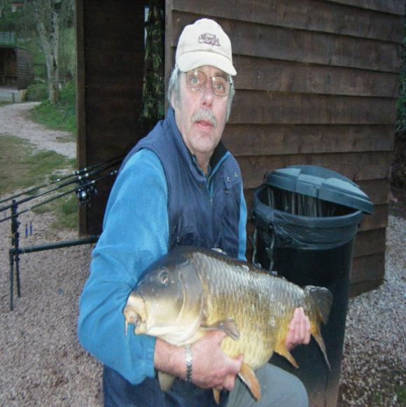Jim Pike with a 28lb  5oz Common Carp taken at Mirror Lake Newbarn Farm